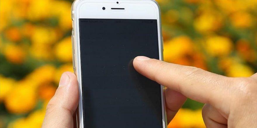 'Cep Telefonu Bağımlılığı Terapi İle Tedavi Edilmeli'