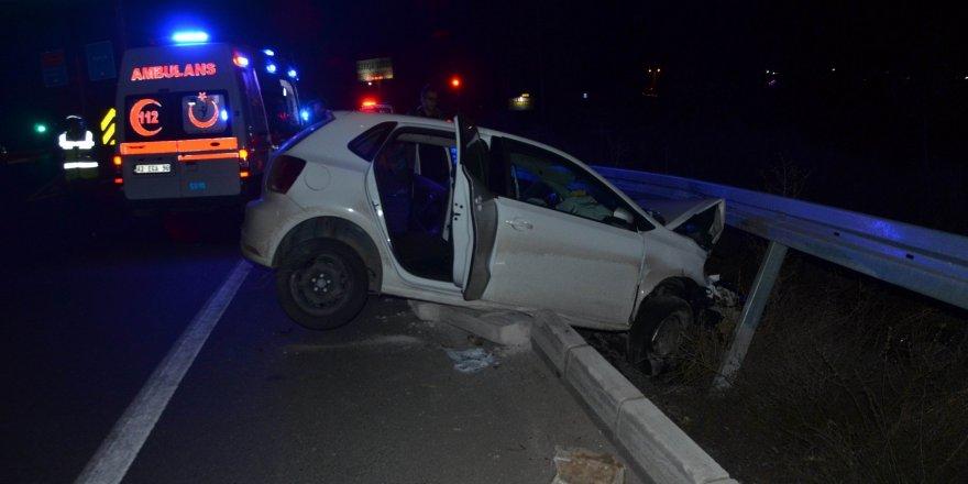 Seydişehir'de otomobil bariyerlere çarptı: 3 yaralı