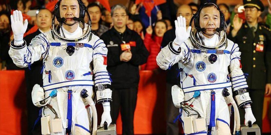 Çinli Astronotlar Uzay İstasyonunda
