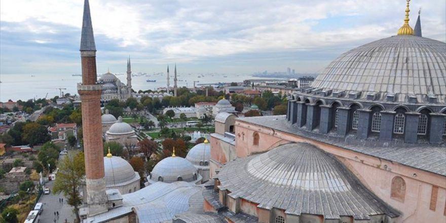 Ayasofya'nın 4 Minaresinden 5 Vakit Ezan Sesi Yükseliyor