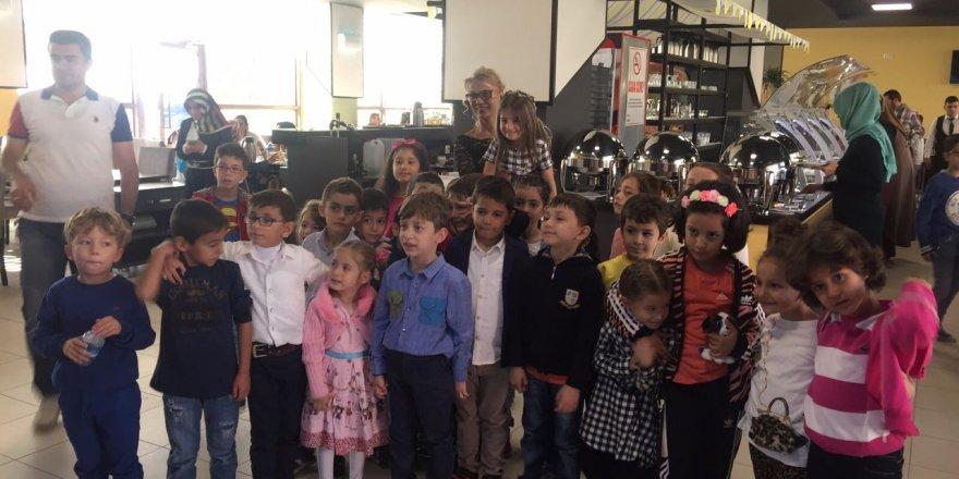 Cahit Zarifoğlu İlkokulu 1-K Sınıfı kahvaltıda