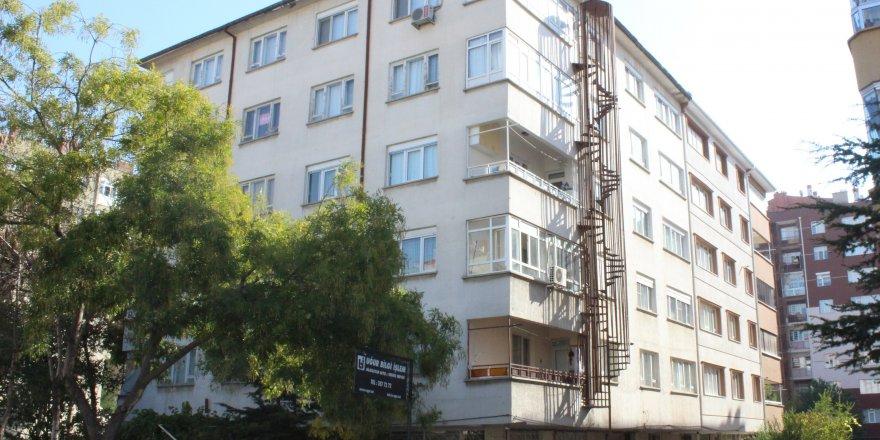 Boşaltılan apartman sakinlerinin endişeli bekleyişi sürüyor