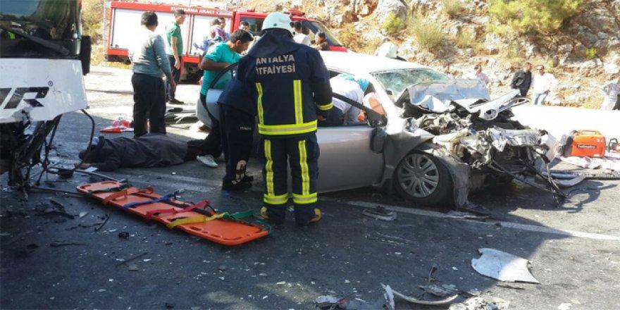 Konya'ya gelen otobüs kaza yaptı: 3 ölü