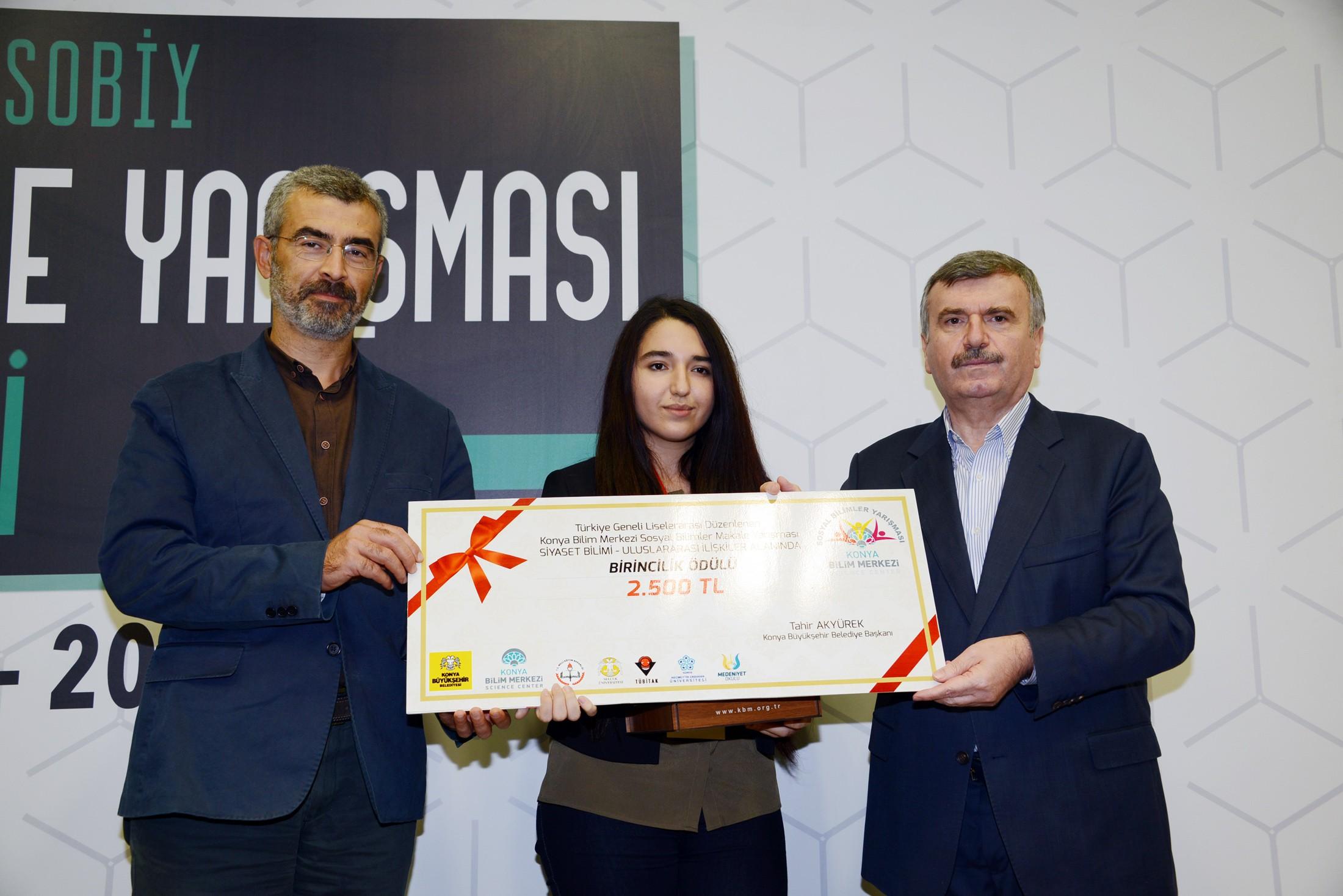 """""""GELECEĞİN BEYİNLERİ"""" ÖDÜLLENDİRİLDİ"""