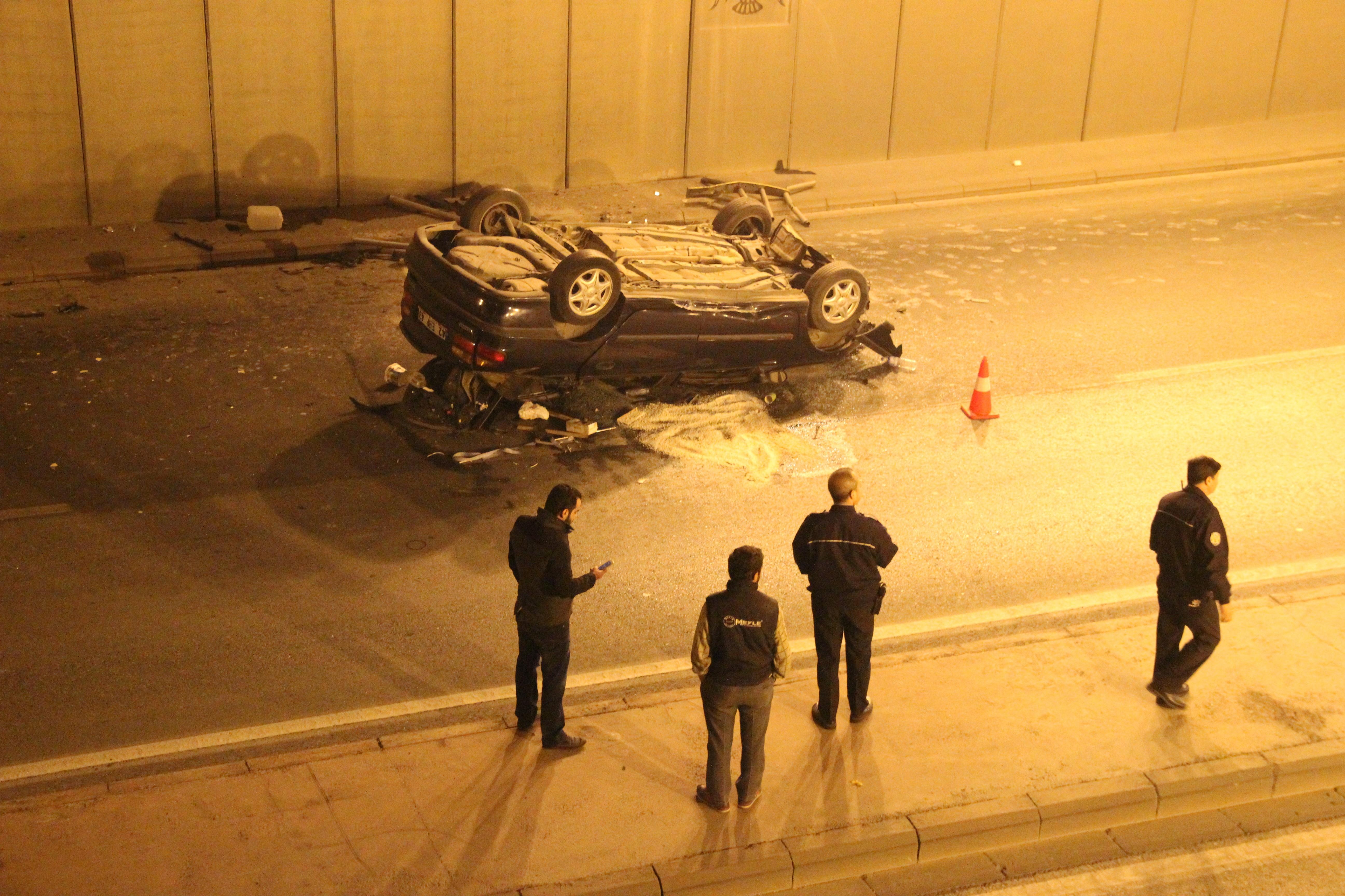 Otomobil Alt Geçite Uçtu: 1 yaralı