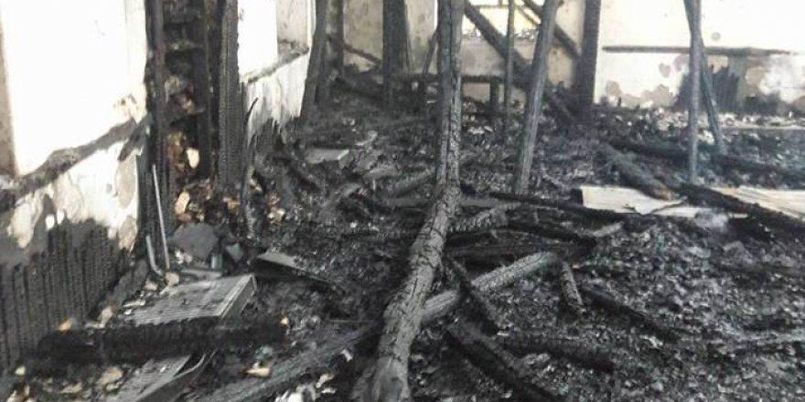 Koruma altındaki 78 yıllık ahşap cami kül oldu
