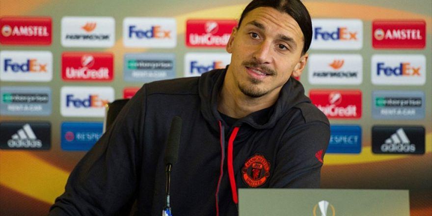 Mourinho açıkladı: Zlatan Ibrahimovic, Manchester United'da bir yıl daha kalacak