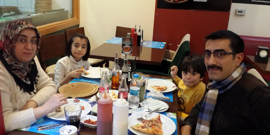 Emin Cengiz İyioldu ailesiyle birlikte pazar keyfinde