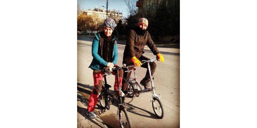Akkaş çifti bisiklet yolculuğunda