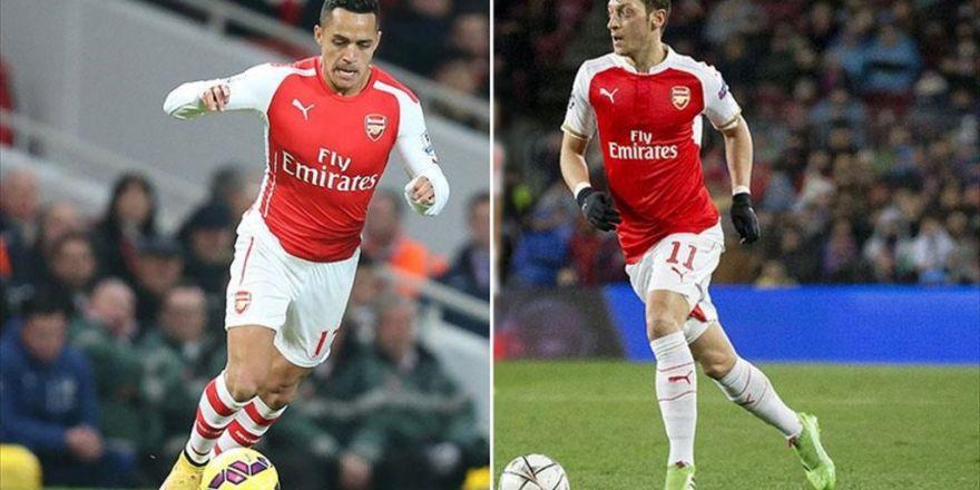 Arsenal Mesut Özil Ve Sanchez'le Parlıyor