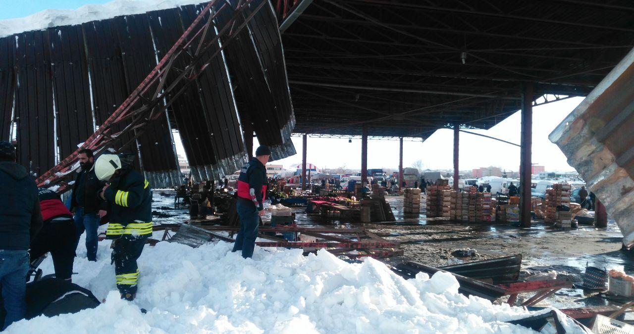 Akşehir'de pazar yeri çöktü
