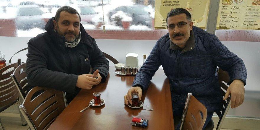 Volkan Kalfazade ile Ayhan Kösedağ'ın çay keyfi
