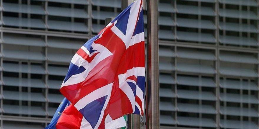 İngiltere, Ab Çalışanları İçin Bin Sterlin Talep Etmeye Hazırlanıyor