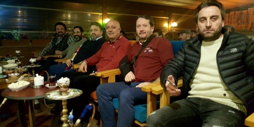 Dostların Ortaköy Kafe'de maç keyfi