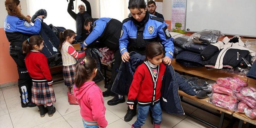 Şahan Gökbakar'dan Öğrencileri 'Isıtan' Yardım