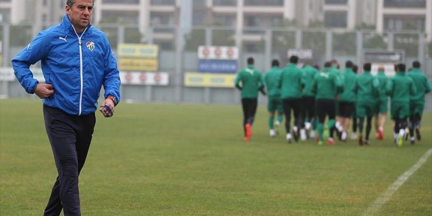 Bursaspor Teknik Direktörü Hamzaoğlu: Bursaspor'u Sezon Sonunda Söylediğimiz Hedefte Teslim Edeceğiz