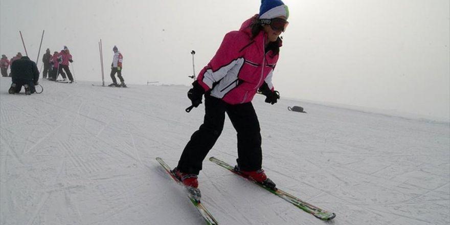Mahalle Arasındaki Çocukların Hayatını Kayakla Değiştirdi