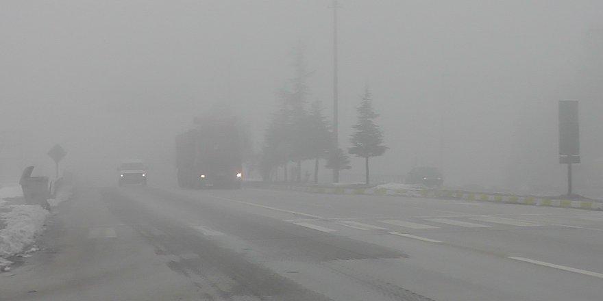 Kulu'da yoğun sis trafiği olumsuz etkiliyor