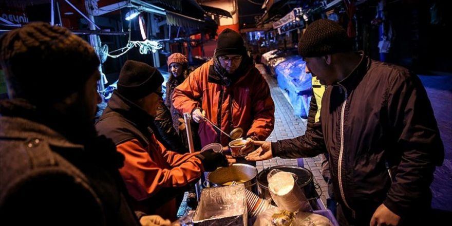 Sokaktakilerin İçini Isıtan Gönüllüler
