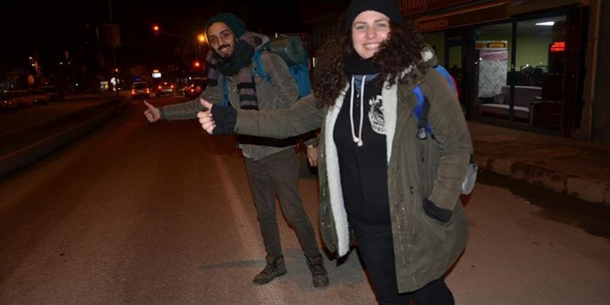 Rotasız Gezginler' Otostopla Türkiye'yi Geziyor