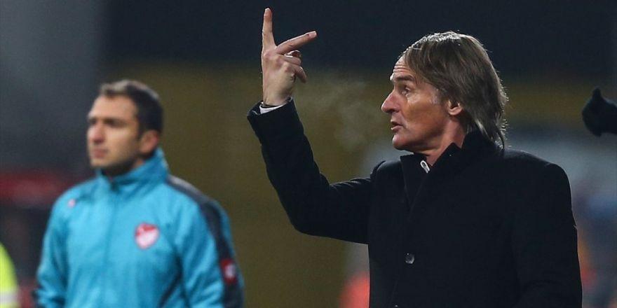 Galatasaray Teknik Direktörü Riekerink: Hakemin Vermiş Olduğu Penaltı Kararı Beni Çok Şaşırttı