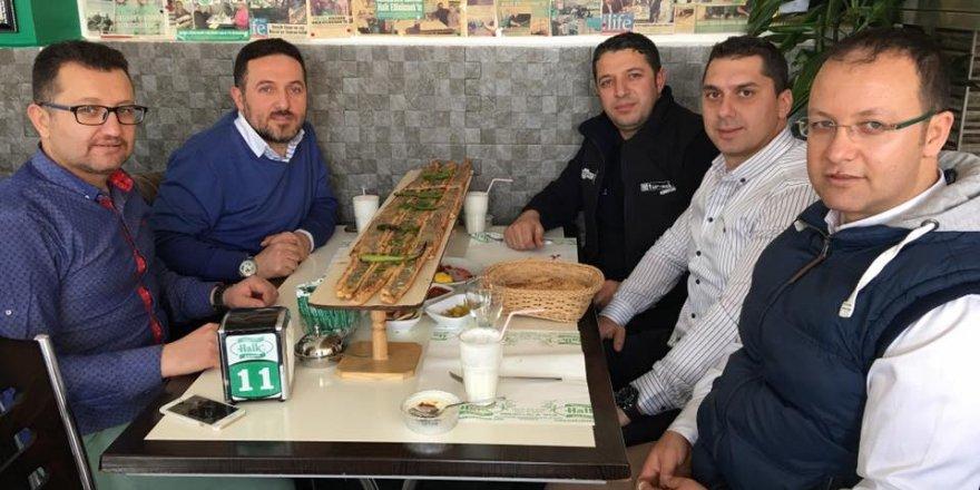 Ömer Turgut Bey'den misafirlerine Recai ikramı