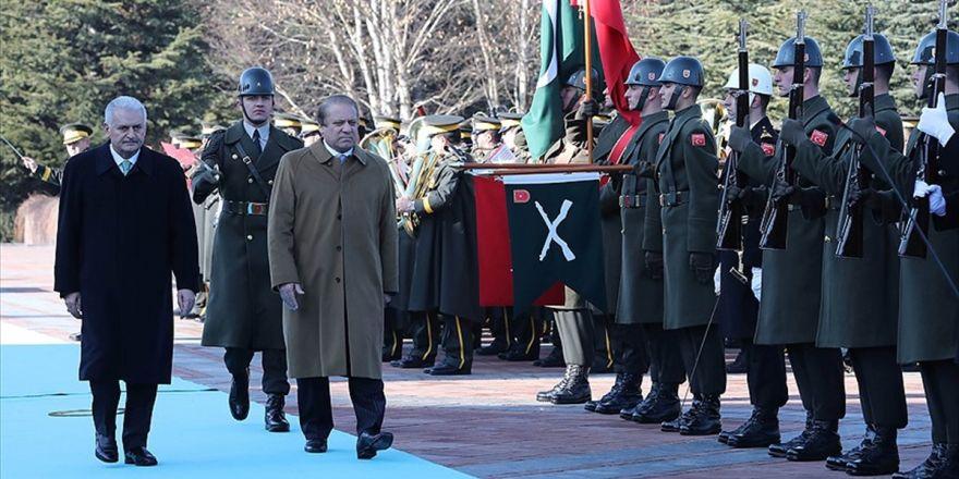 Yıldırım, Pakistan Başbakanı Şerif'i Resmi Törenle Karşıladı
