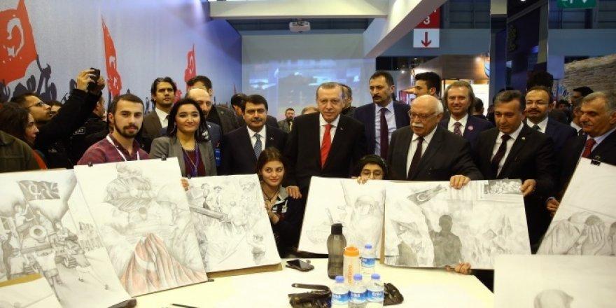 Erdoğan  CNR Kitap Fuarı'nı gezdi