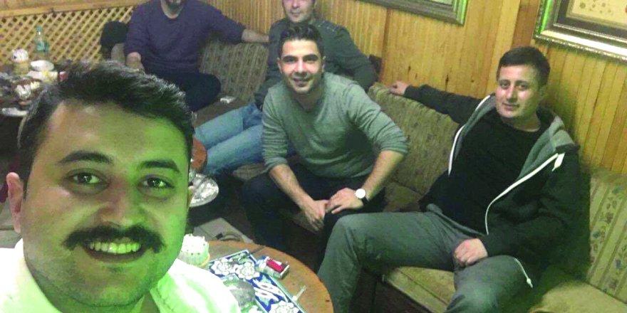 Abdullah Batuhan Yılmaz arkadaşlarıyla
