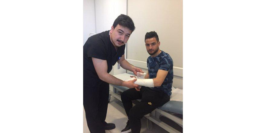 Konyasporlu Ömer Ali'nin kırılan eli alçıya alındı