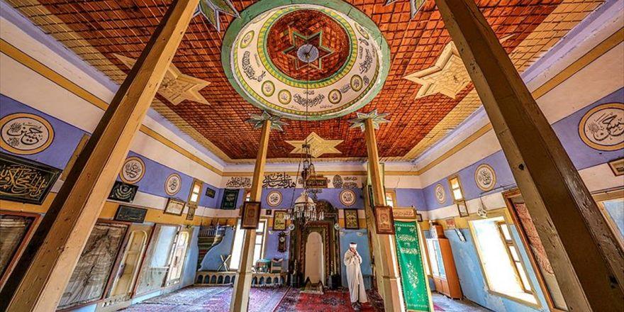 Osmanlı Sancağı Bulunan Cami Yıllara Meydan Okuyor