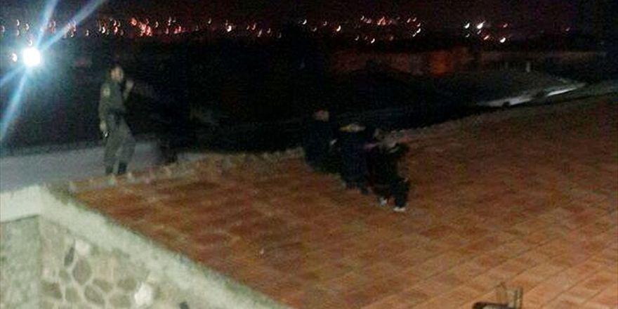 Cezaevinden Firar Etmeye Çalışan Mahkumlar Çatıda Yakalandı