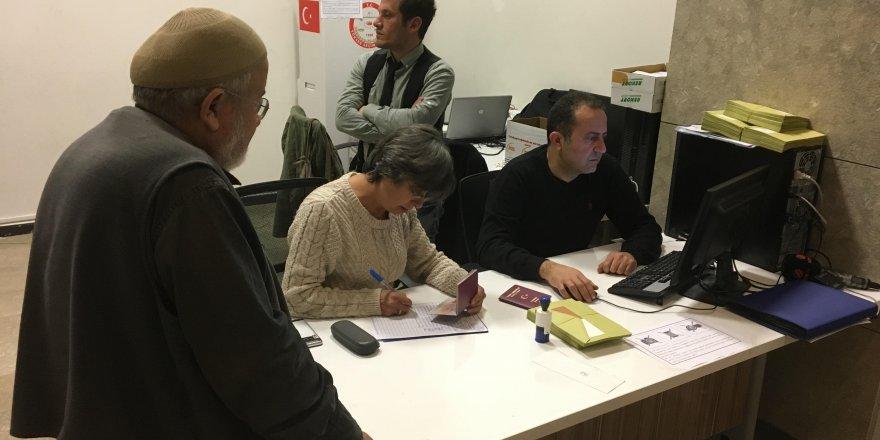 Konya Havalimanı'nda oy verme işlemi başladı.