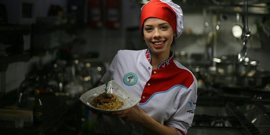 'Kraliçelikten' Vazgeçti Aşçı Oldu