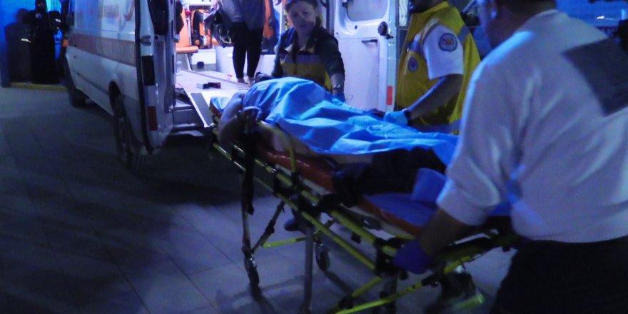 Karı kocaya evinde bıçaklı saldırı