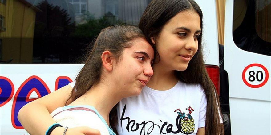Misafir Çocuklar Gözyaşlarıyla Ülkelerine Dönüyor