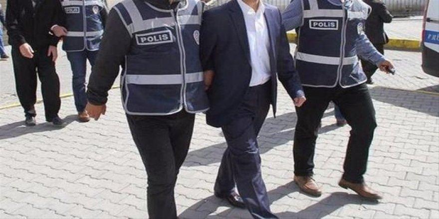 Konya'da 3  öğretmene FETÖ tutuklaması