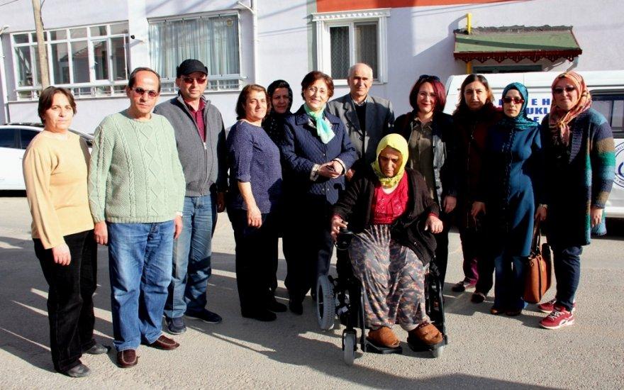 Engelli vatandaşa akülü aracı verildi