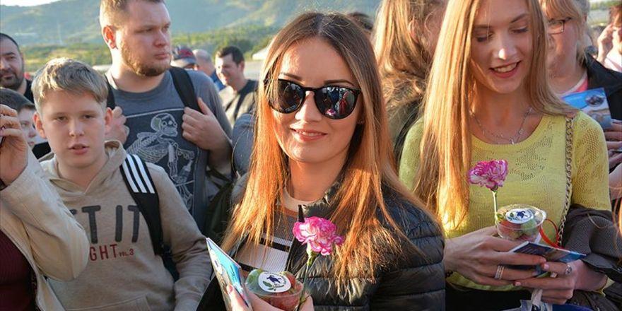 Rus Turistler 'Charter' İle Alanya'ya Geldi
