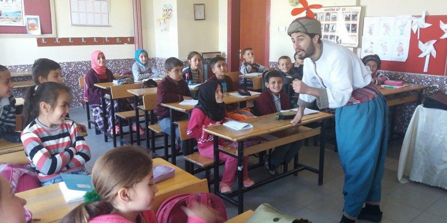 Çocuklar için sanatı köylere götüren tiyatro