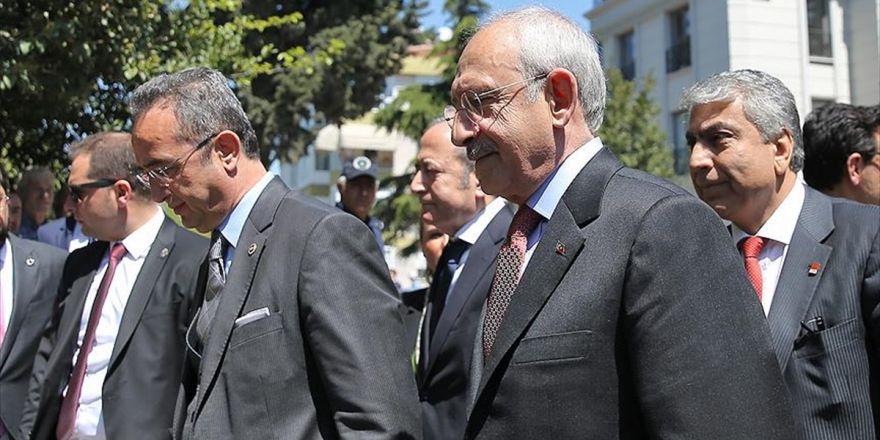 Kılıçdaroğlu Teziç'in Ailesine Taziye Ziyaretinde Bulundu