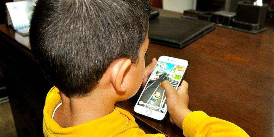 Akıllı Telefon Kullanım Yaşı 9'a İndi