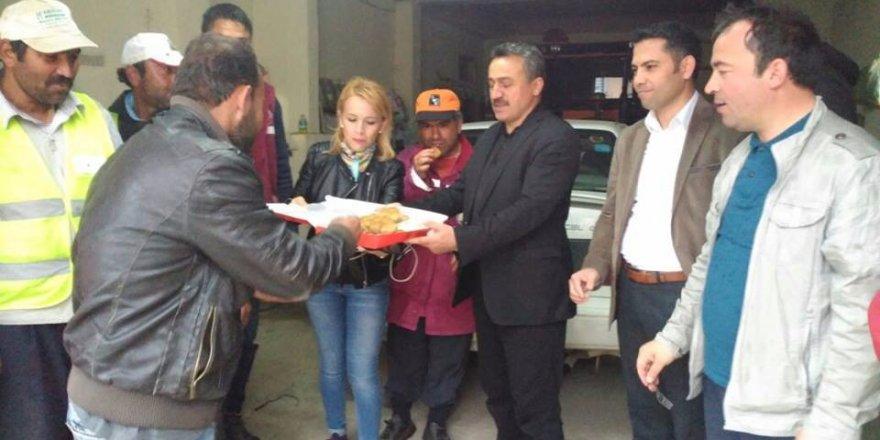 Başkan Tutal'dan 1 Mayıs'ta baklavalı kutlama