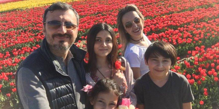 Özçiçek ailesi lale tarlasında