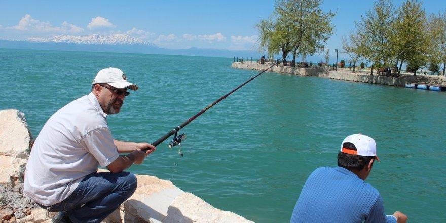 İç sularda amatör olta balıkçıları mesai yapmaya başladı