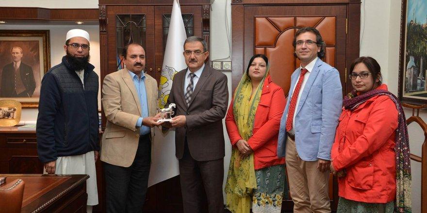 Pakistan heyeti Selçuk Üniversitesi'nde