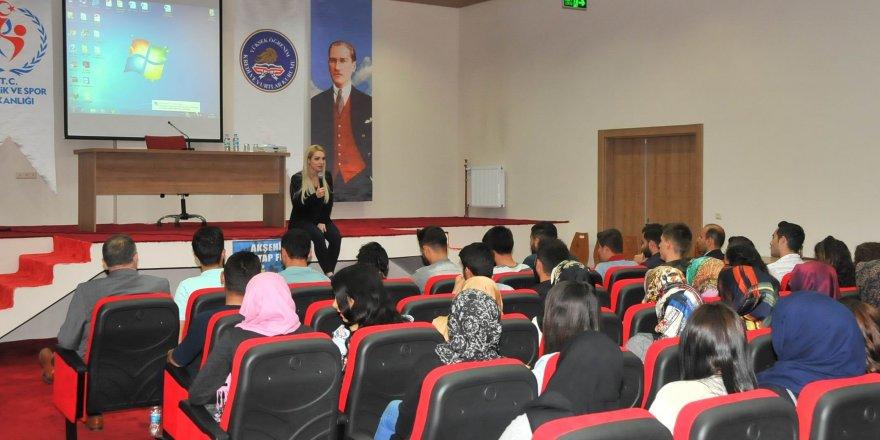 Akşehir'de yazarlardan konferans