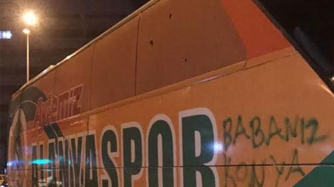 Alanyaspor otobüsüne taşlı saldırı iddiası