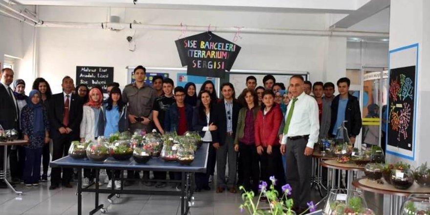 Öğrencilerden çiçek sergisi