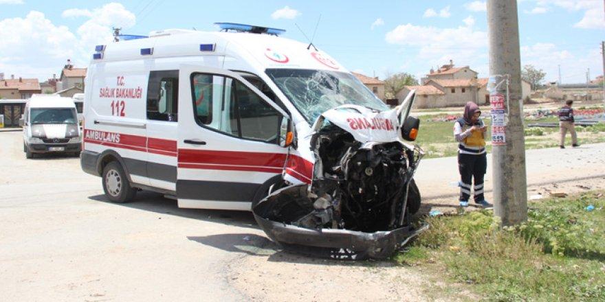 Konya'da Ambulans İle Otobüs Çarpıştı: 3 Yaralı